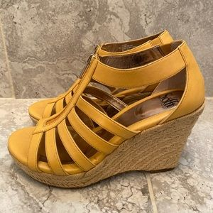 Softt Brittania Zip-up Wedge Shoes